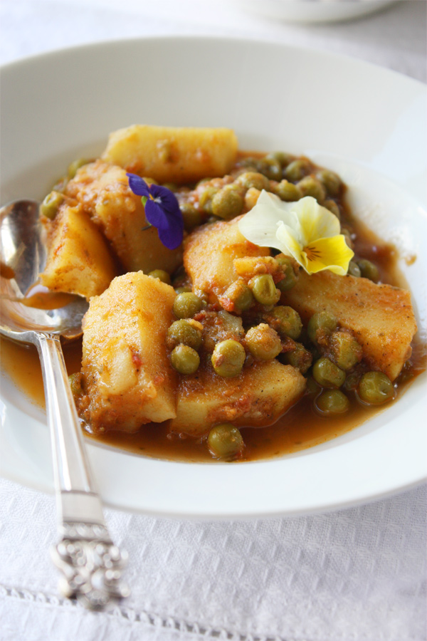 Aloo matar indian potato and pea curry cook republic aloo matar indian potato pea curry forumfinder Image collections