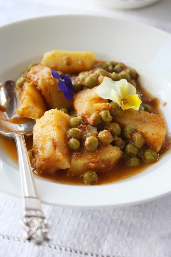 Aloo Matar/Peas And Potato Curry Recipe — Dishmaps