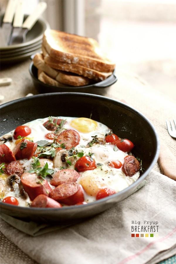 Big Fry-Up Breakfast in a pan