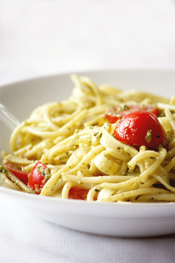 how to cook seafood pesto pasta