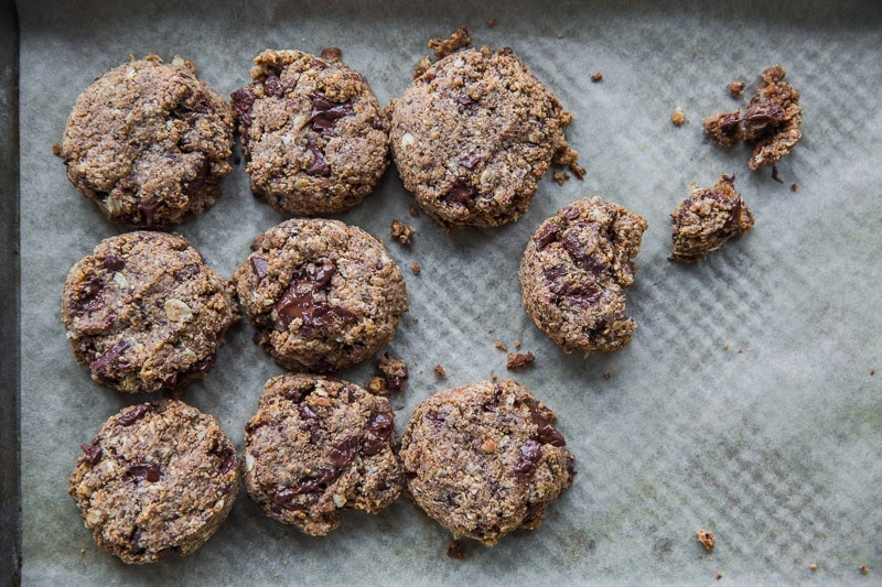 Vegan Almond Butter And Chocolate Cookies - Cook Republic #vegan #healthy