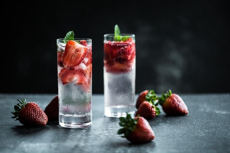 Strawberry Gin Fizz - Cook Republic #cocktailrecipe