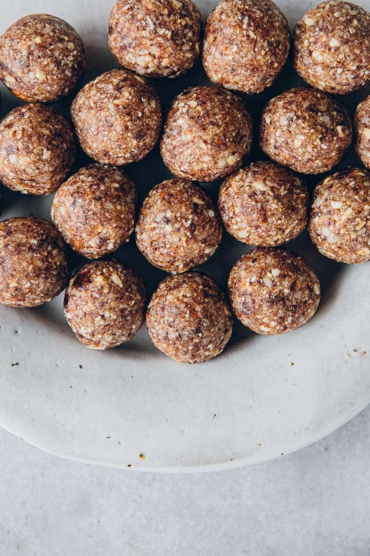 Vegan Caramel Bliss Balls - Cook Republic #vegancaramel #veganblissballs #caramelblissballs