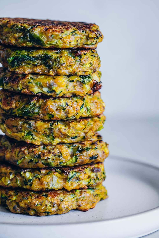 Crispy Zucchini Halloumi Fritters - Cook Republic #zucchinifritters