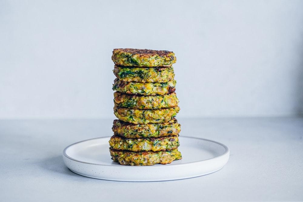 Crispy Zucchini Halloumi Fritters - Cook Republic #zucchinifrittersCrispy Zucchini Halloumi Fritters - Cook Republic #zucchinifritters