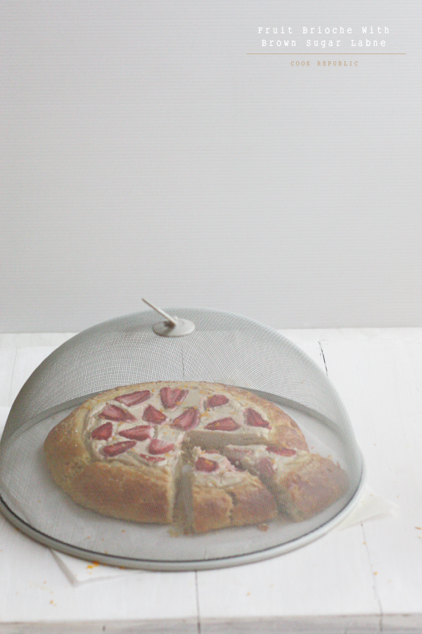 Fruit Brioche & Vintage Food Cover