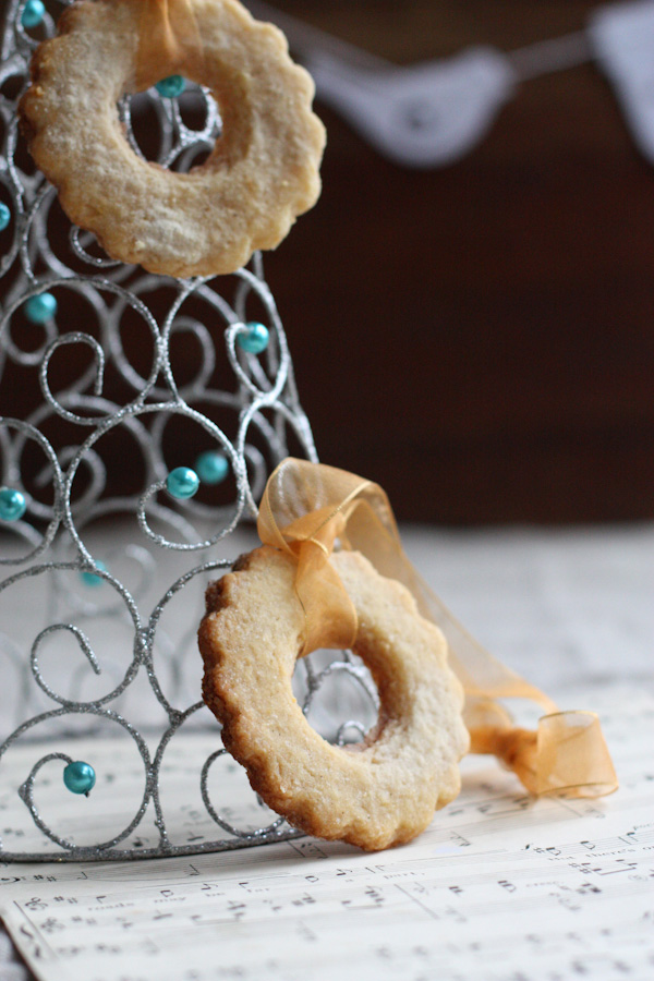 Lemon Almond Wreaths - Edible Christmas Decorations
